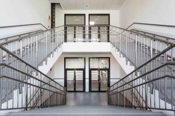 Лестничные ограждения в школе