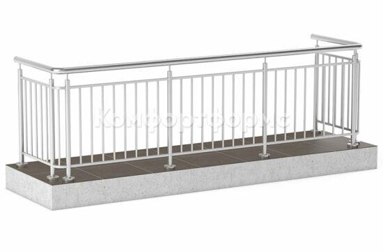Balkonnoe-ograzhdenie-s-vertikalnym-zapolneniem