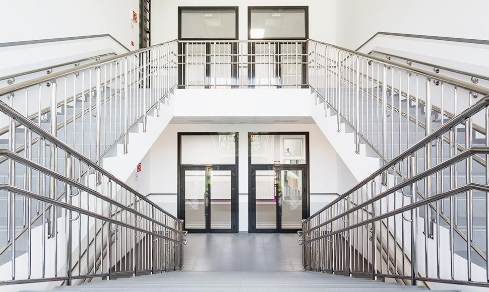 Ограждения лестниц с вертикальными решетками