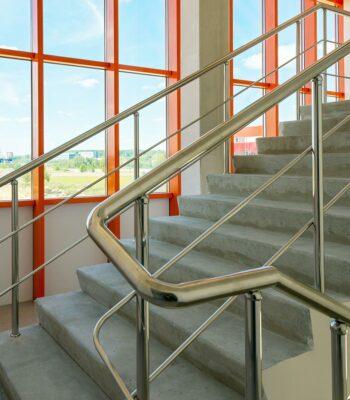 Ограждения лестниц из нержавейки